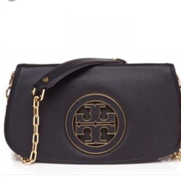 Tory Burch Amanda Logo Crossbody 100% Authentic. Used condition but still looks really good! Original model with the large logo. Some wear on the logo and interior. Comes with dustbag! Tory Burch Bags