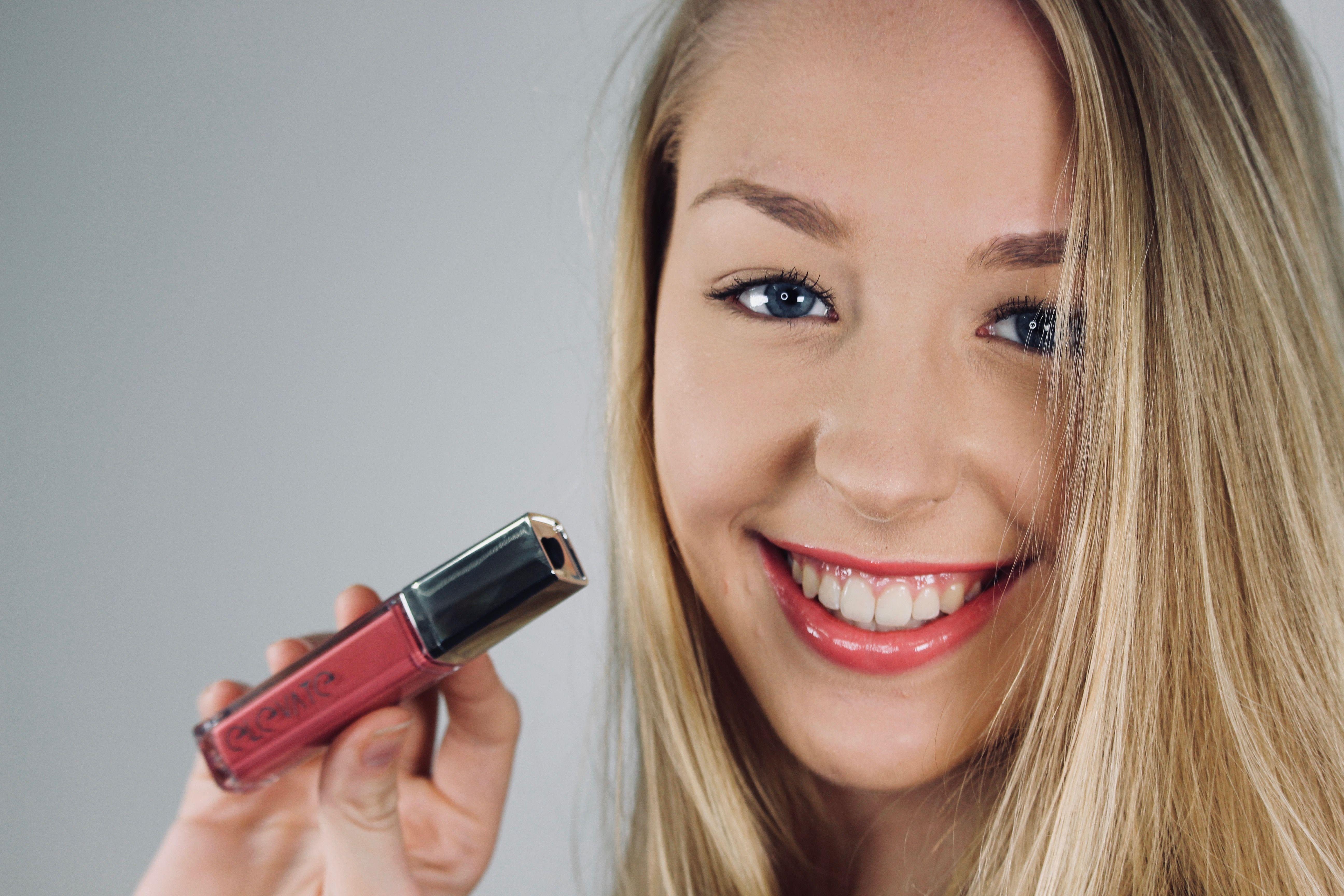 Sarah wearing 'Mischief' lipgloss Animal crueltyfree make