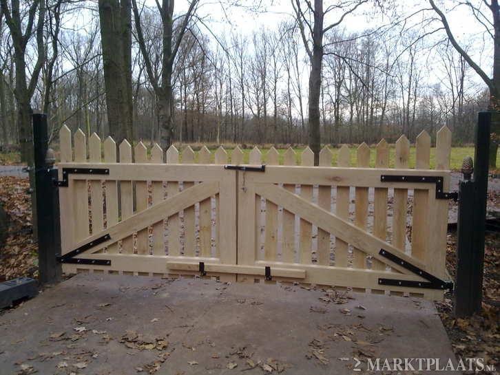 Houten toegangspoort google zoeken houten toegangshek pinterest zoeken google en tuin - Tuin oprit plaat ...