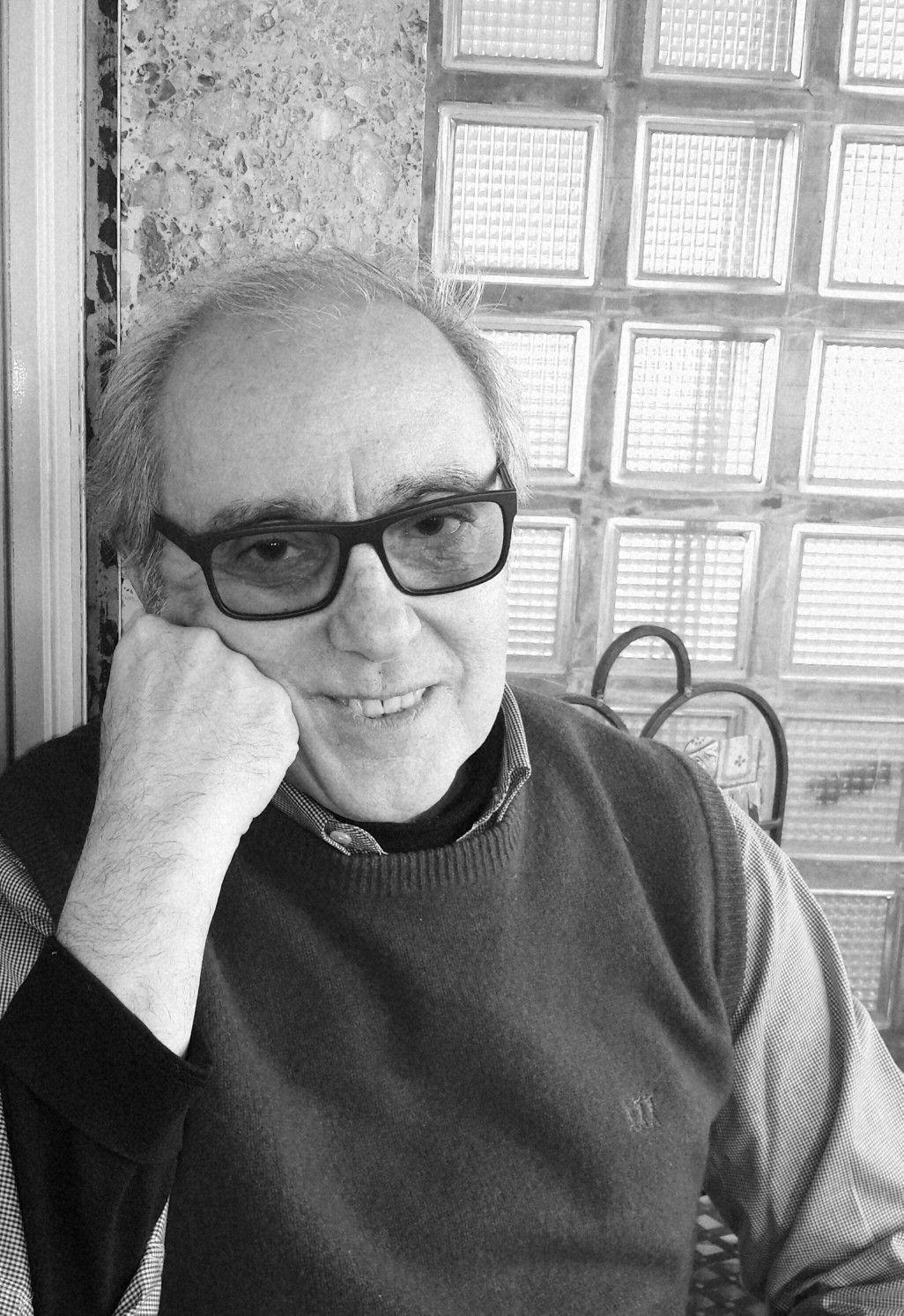 Gian Luca Caffarena   giornalista, scrittore.