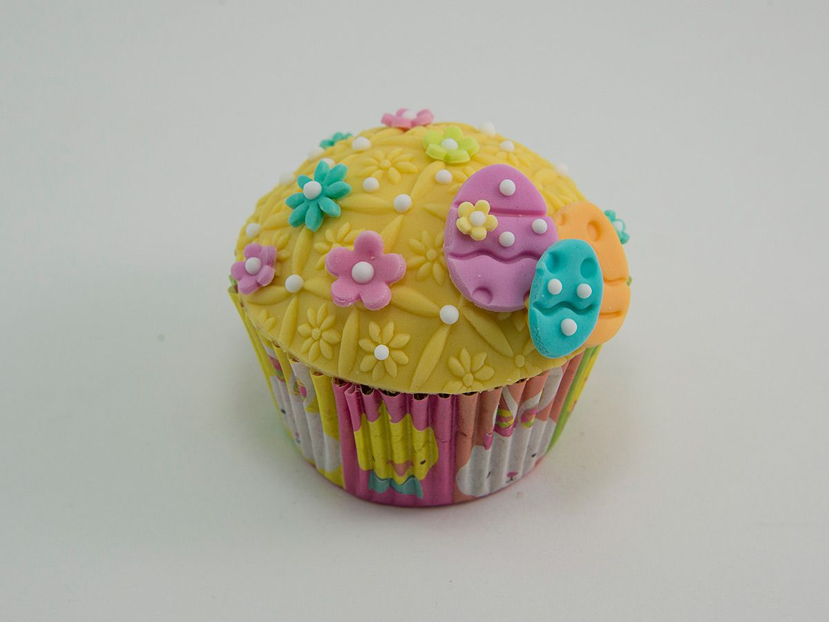 easter cupcake decorated with marshmallow fondant eggs. Black Bedroom Furniture Sets. Home Design Ideas