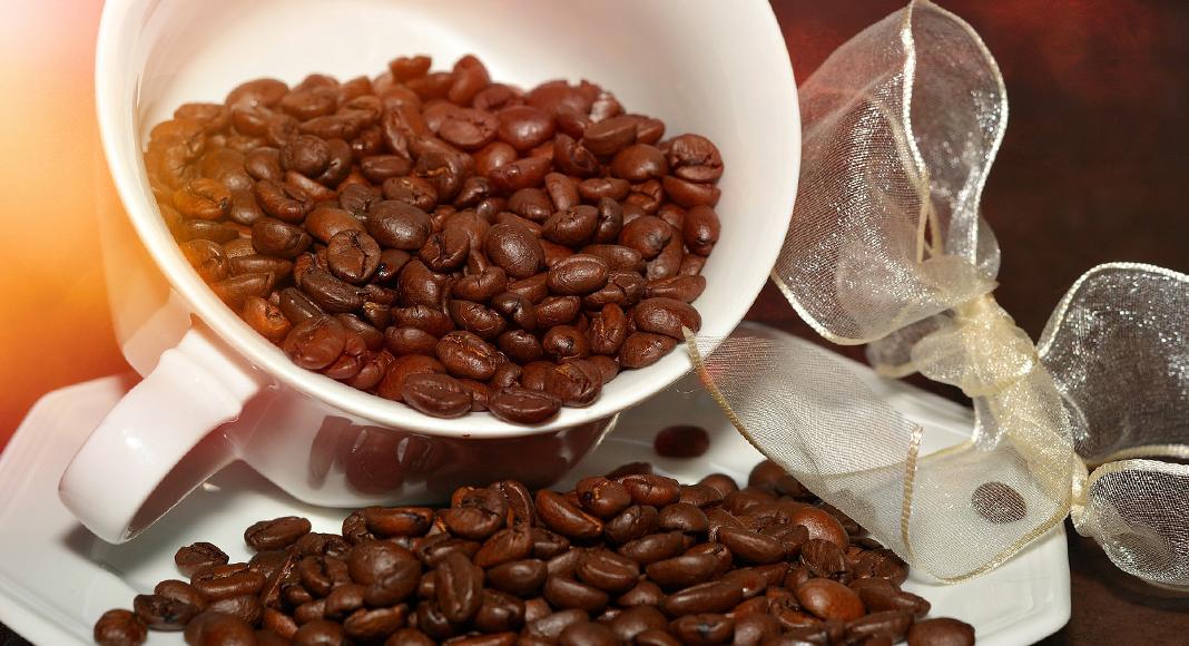 Light roast vs dark roast coffee Coffee roasting, Dark