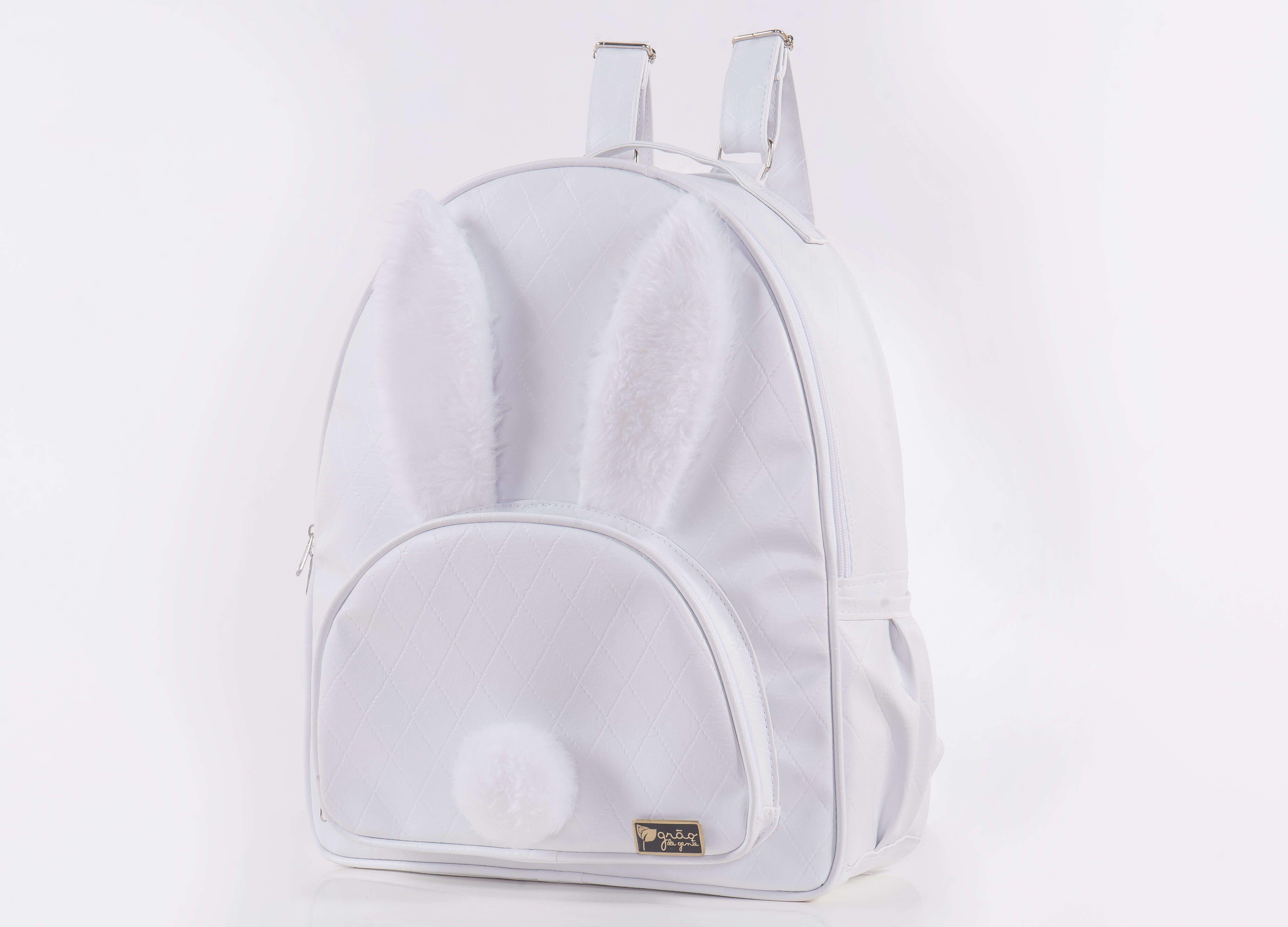 0dc531a87d A Mochila Maternidade Coelhinho Branco é um mimo para seu menino ou para  sua menina!