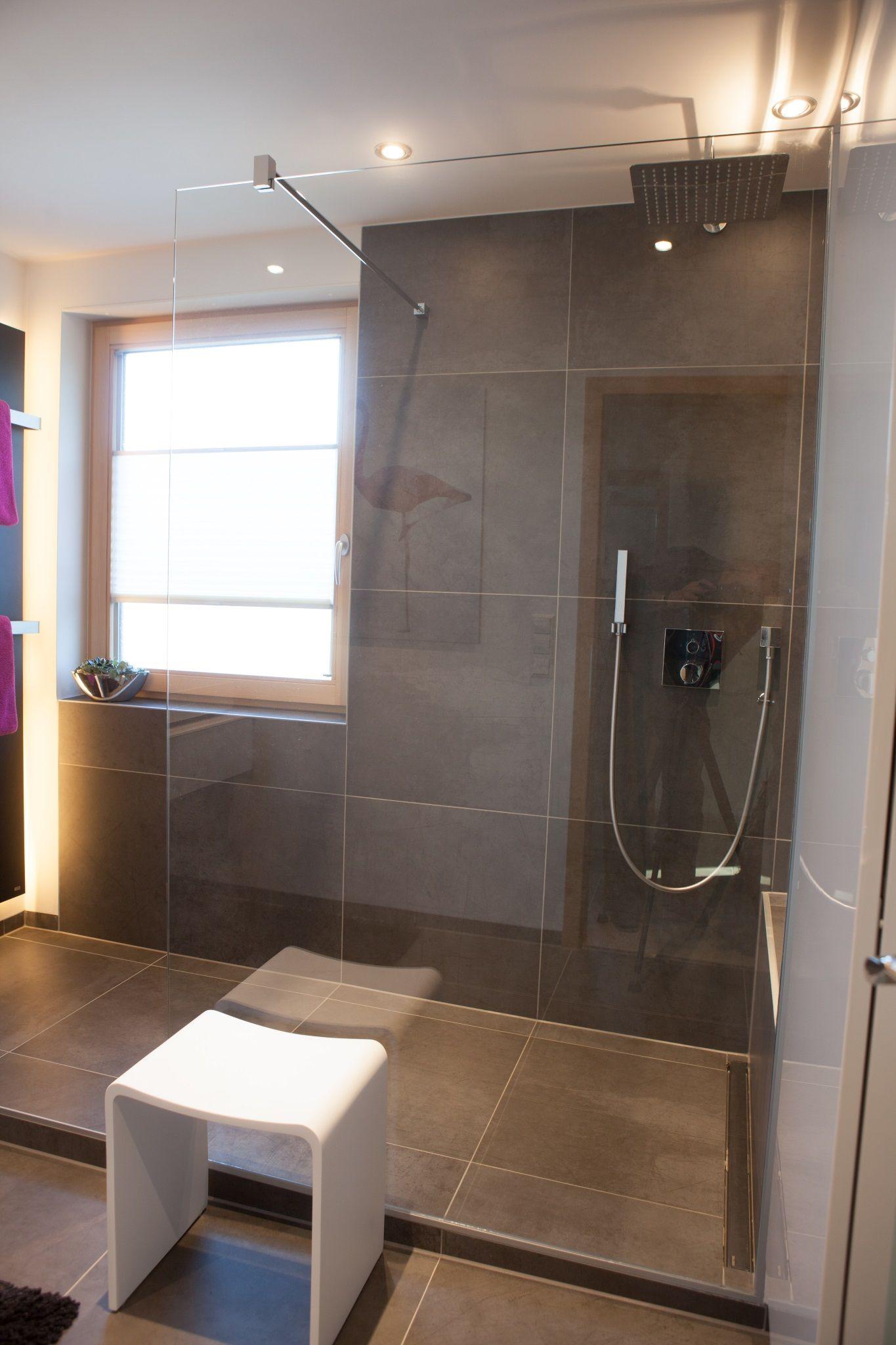 Walk In Duschen In Top Design 15 Beispiele Die Beeindrucken Mit Bildern Walk In Dusche Begehbare Dusche Dusche Fenster