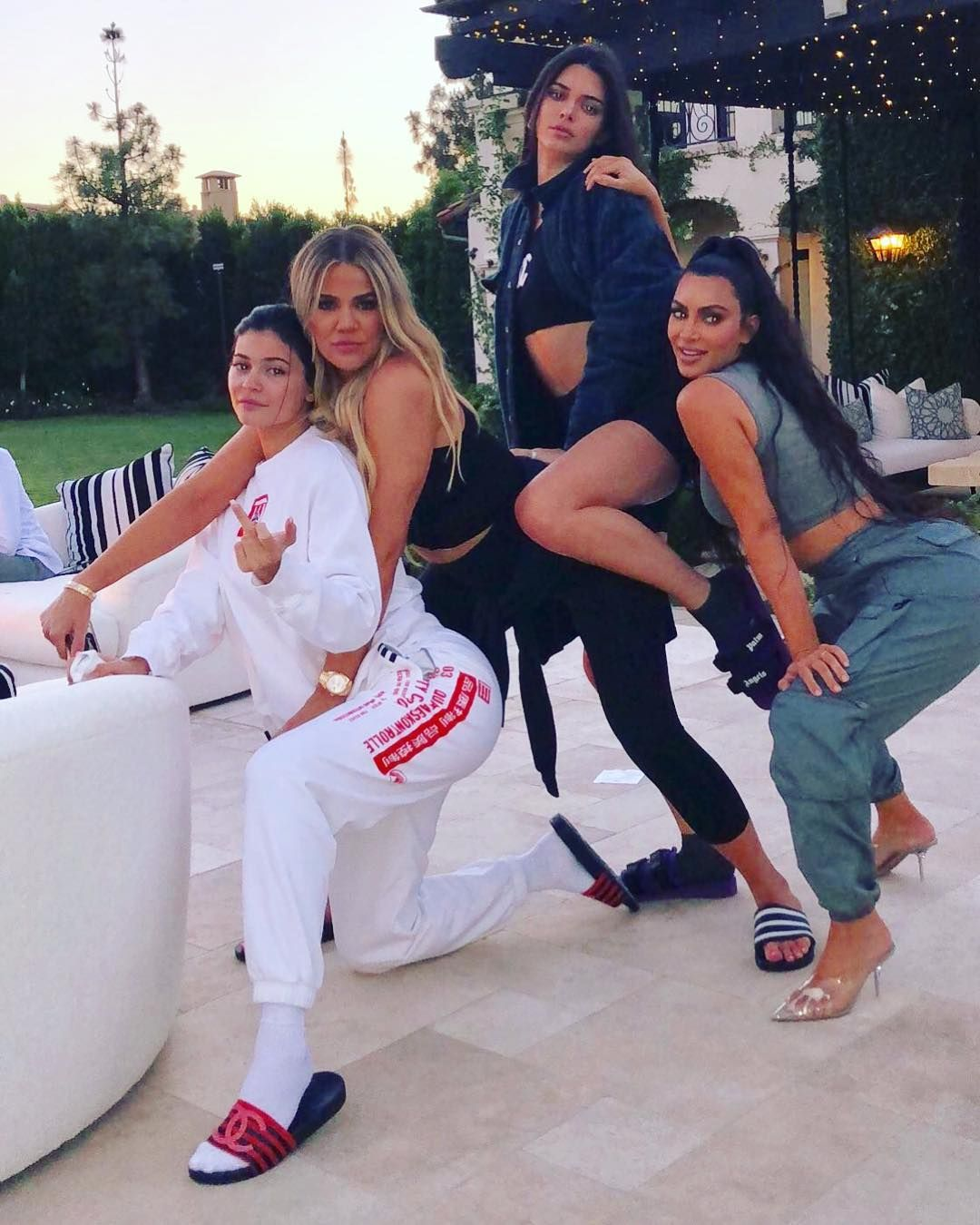 Wanna Be Kardashian Ͽ� Kourtney Ͽ� Midnight Cuddles Ͽ� Ͽ� I: KUWTK Returns: Which Sister 'Doesn't Want To Be A