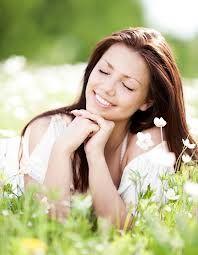 Ser feliz y sentirte feliz no es más que una manera de mirar las cosas, es una forma de interpretar la vida, es un estilo para superar obstáculos… es una actitud ante la vida. ¡Feliz Sábado!