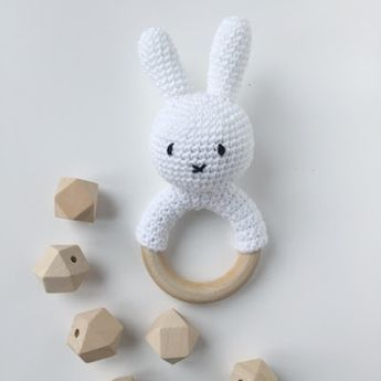 Crocheted Miffy for baby - tutorial in finnish.