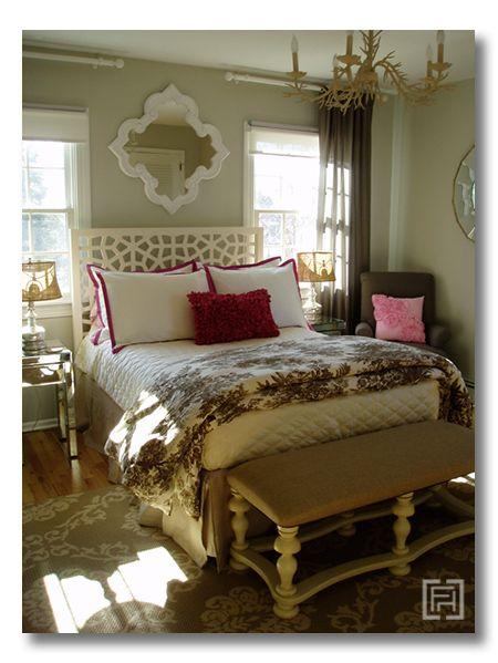 gosto da cama entre duas janelas menores...