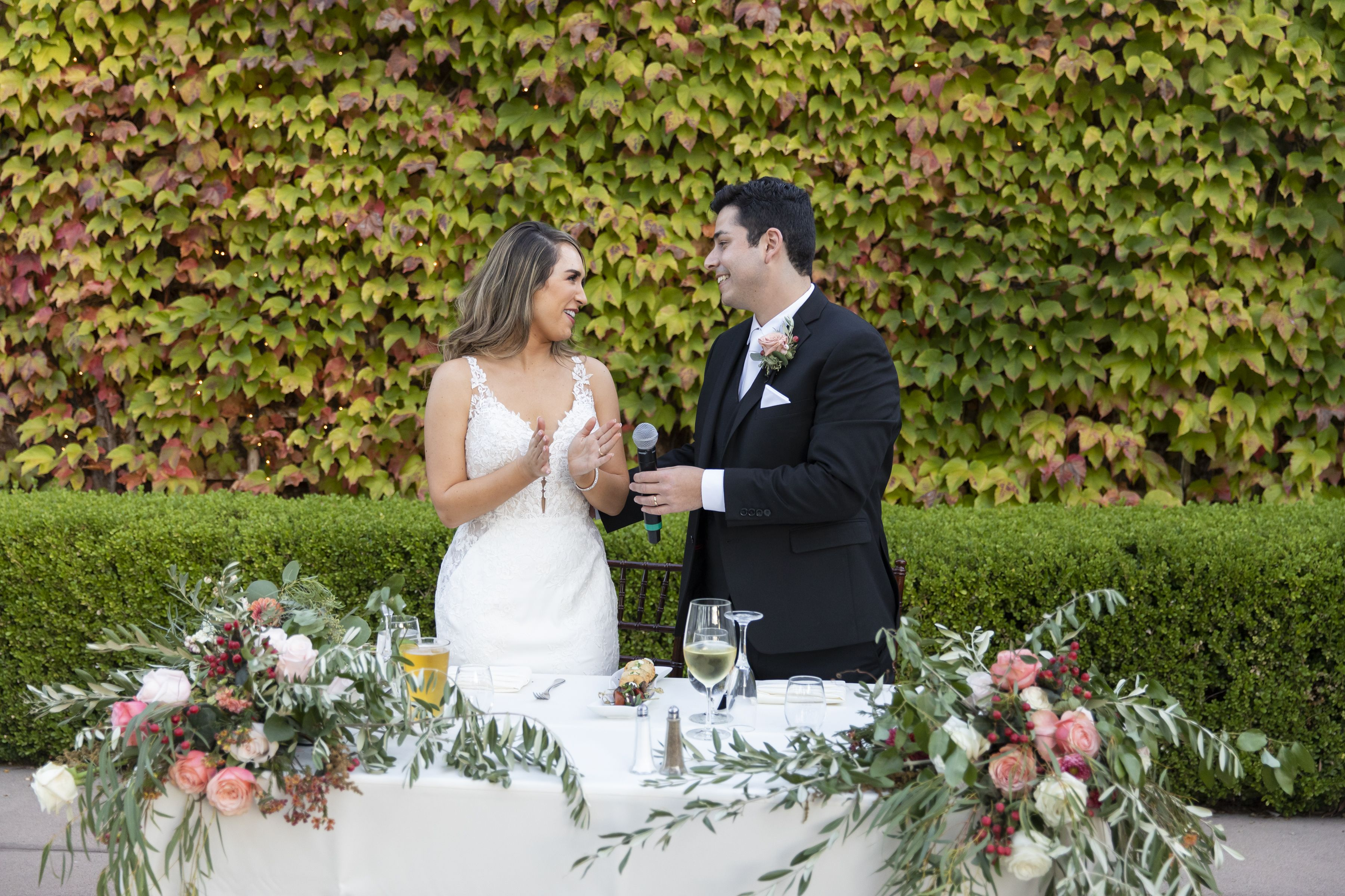 Using Vine Walls as Backdrops For Your Wedding Reception ...
