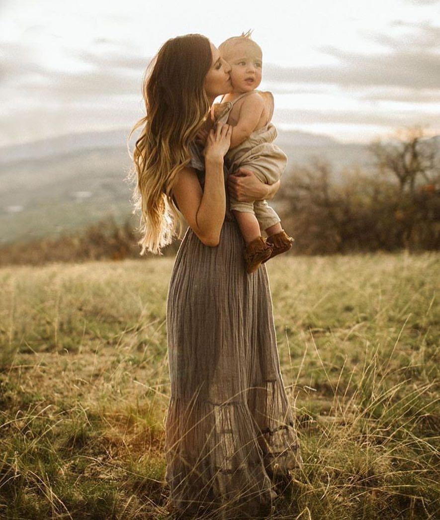 Девушка с младенцем картинки