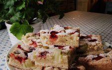 Rabarber- och jordgubbskaka
