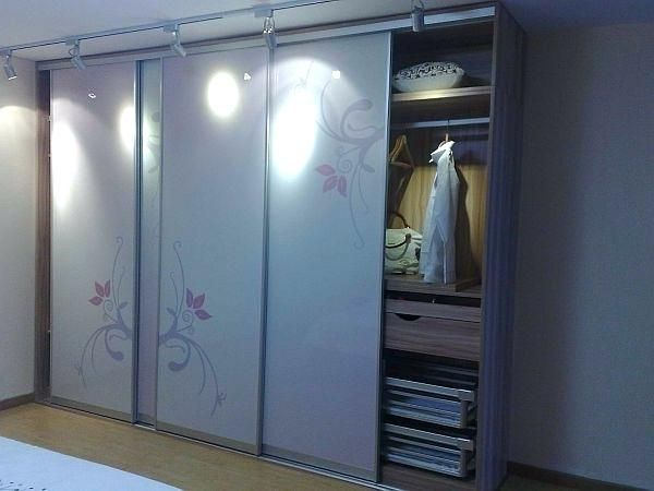 Wardrobe designs for small bedroom indian wardrobe designs - Bedroom cabinets with sliding doors ...