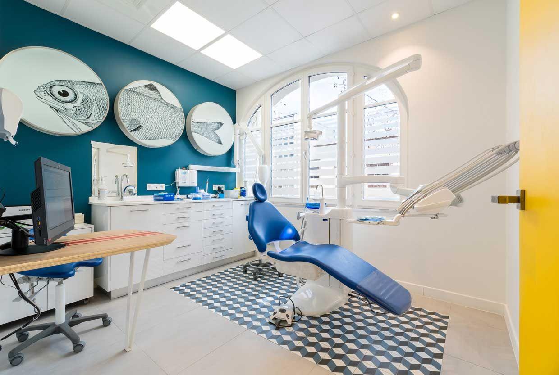 Centre Dentaire Paris Barbes Reality Fantasy Design Design De Cabinet Dentaire Dentaire Couleurs De Peinture Murale