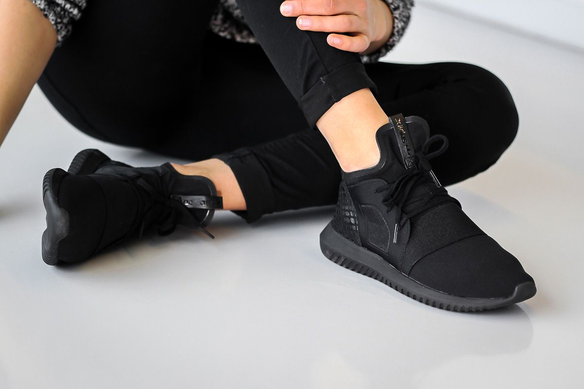 Monochrom schwarzer adidas Originals womens Tubular Defiant