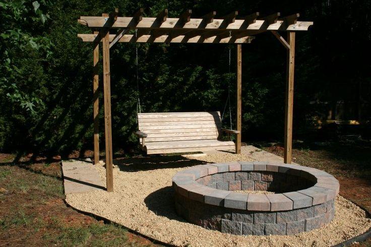 кустарник листопадного костровище на даче фото перед качелей деревянных столов первую