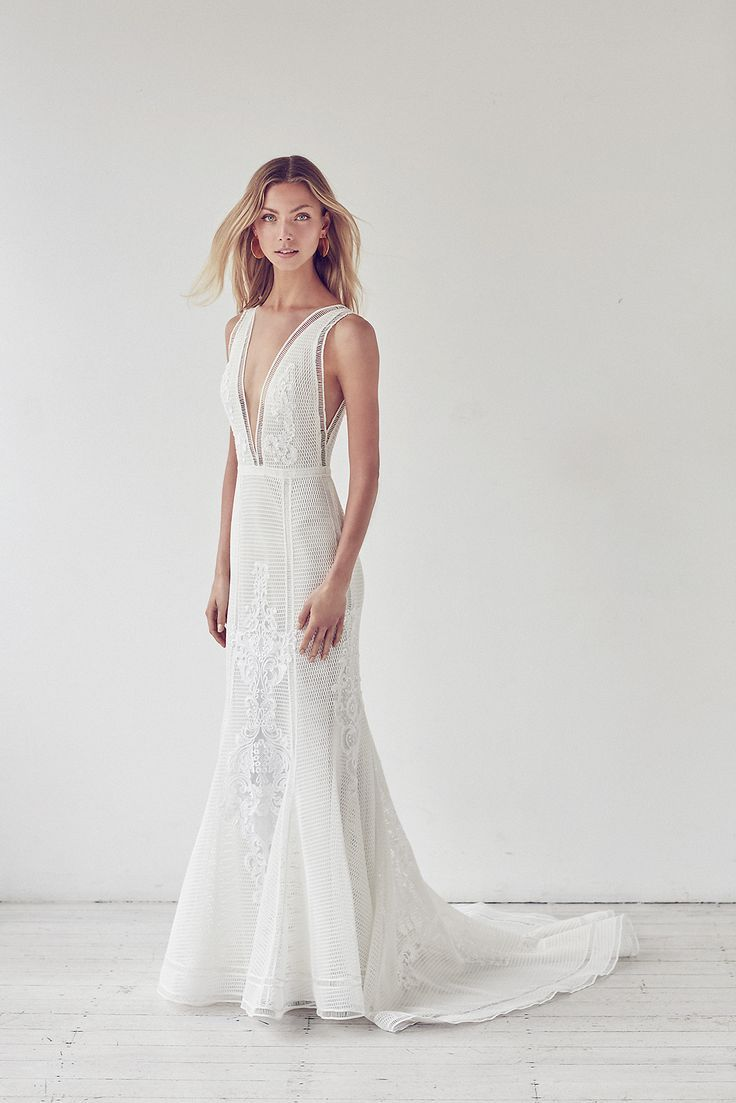 8ebf7123e55 Beautiful unique lace Suzanne Harward wedding dress. Perfect for a  #beachwedding or outdoor venue. V-neck fitted mesh lace gown