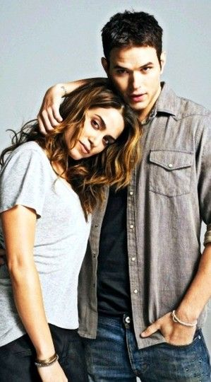 Nikki Reed and Kellan Lutz, 2010   Twilight cast, Twilight ...