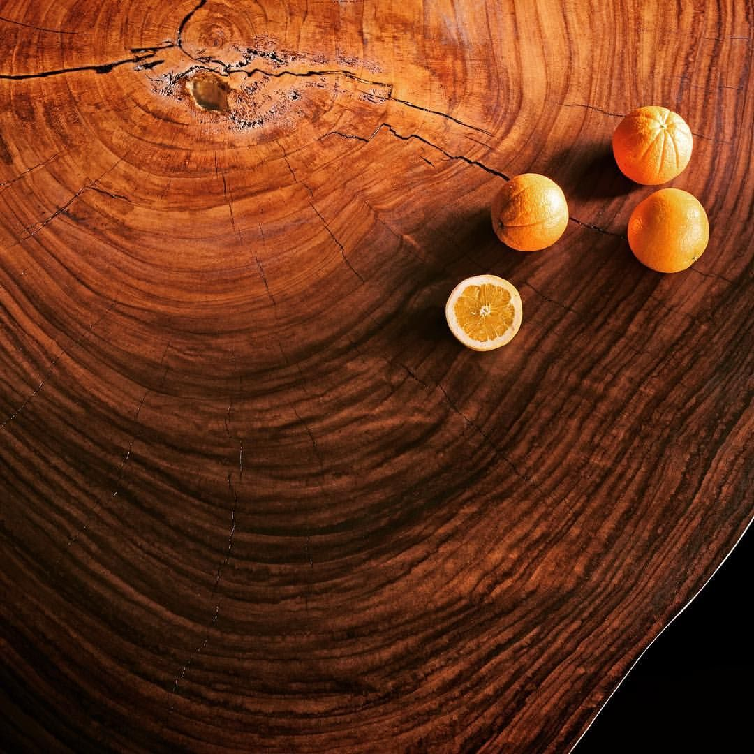 Parota coffe table with oranges.