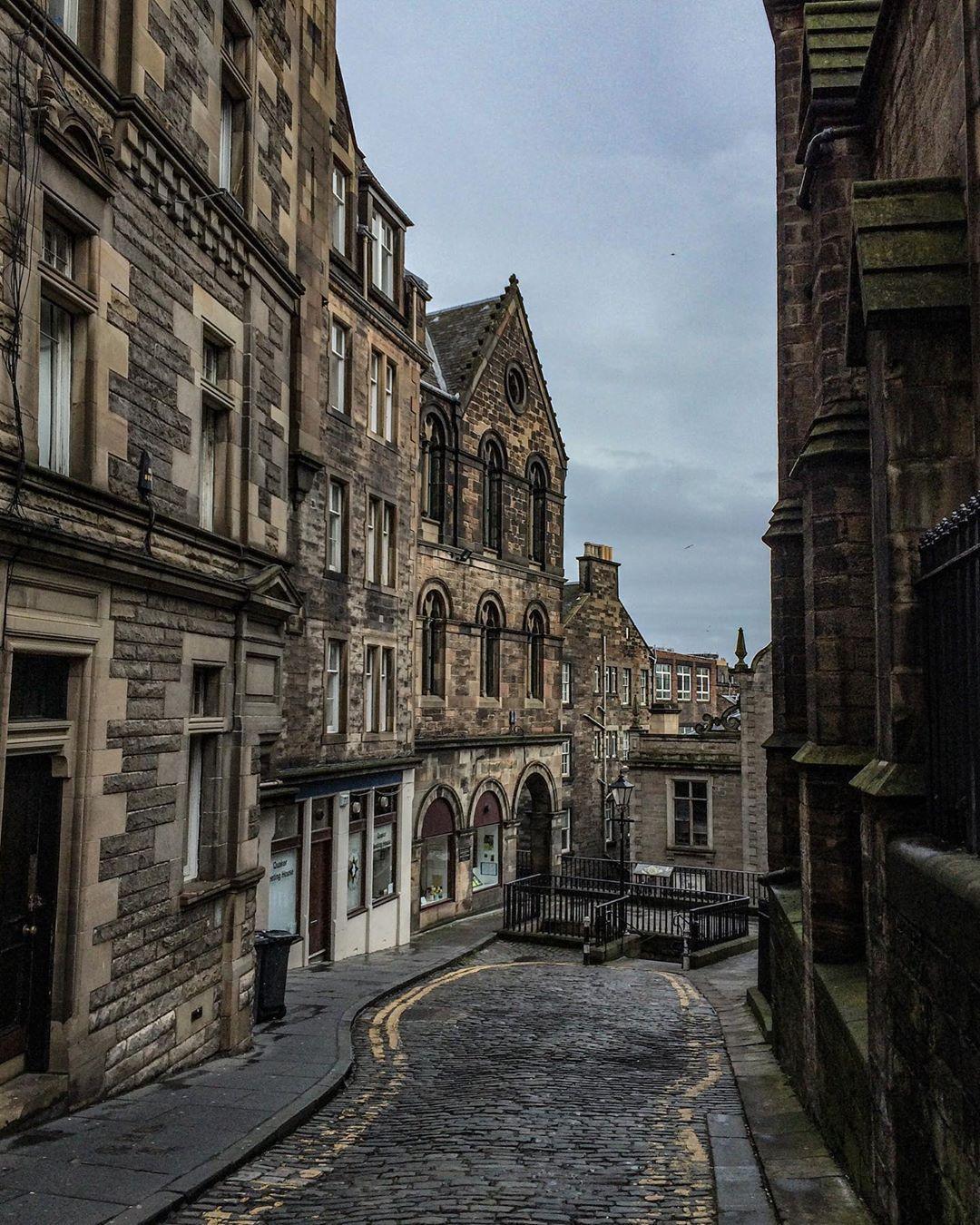 """MyInstaScotland on Instagram: """"Upper Bow, Old Town of Edinburgh. .  #oldtown #edinburgh #myedinburgh #loveedinburgh #thisisedinburgh #edinburghhighlights #igersedinburgh…"""""""