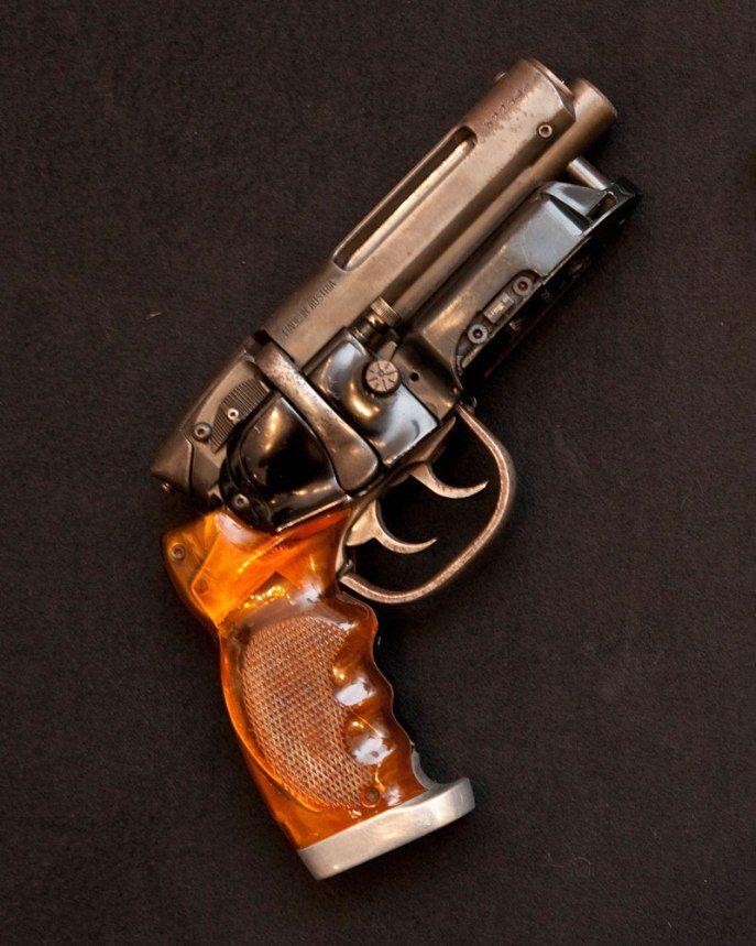 El arma original usada en la película blade runner, propiedad de Dan Lanigan.