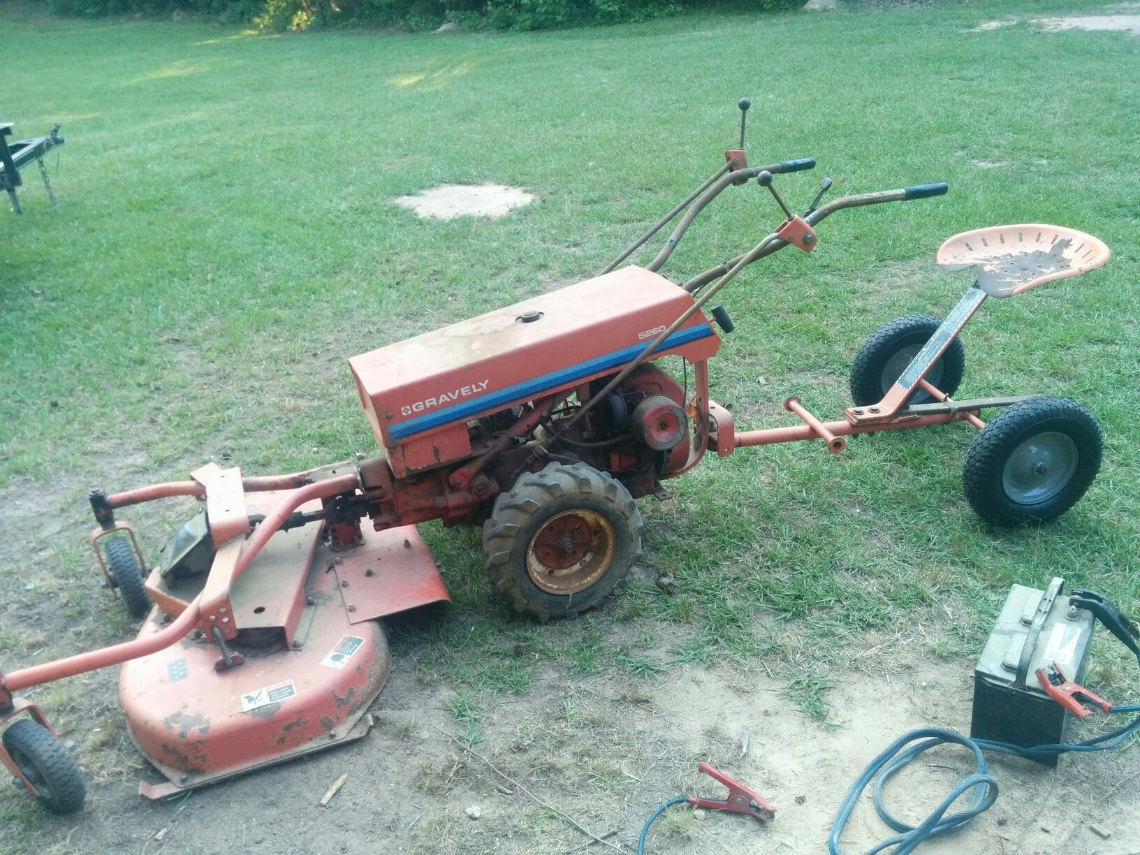 1984 gravely 5260 2 wheeled tractor with 40in mower and riding sulky.