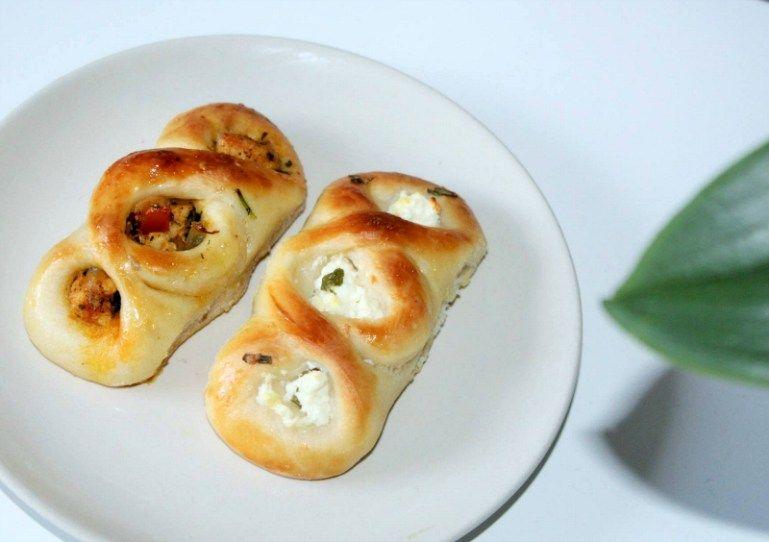 2x gevulde broodjes – Turkse kaas & kip