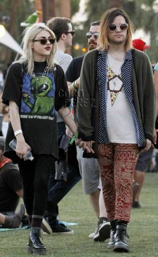 Frances Bean Cobain Her Fiance Bear An Uncanny Resemblance To Courtney Love Kurt Cobain Frances Bean Cobain Coachella Celebrities Fashion