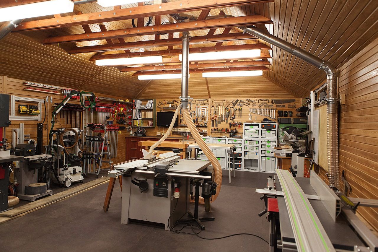 Jarek Constructs A Mighty Fine Looking Standalone Shop Wood Shop Projects Garage Workshop Layout Woodworking Shop Layout