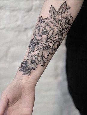 1001 versions fantastiques du tatouage pivoine decoi. Black Bedroom Furniture Sets. Home Design Ideas