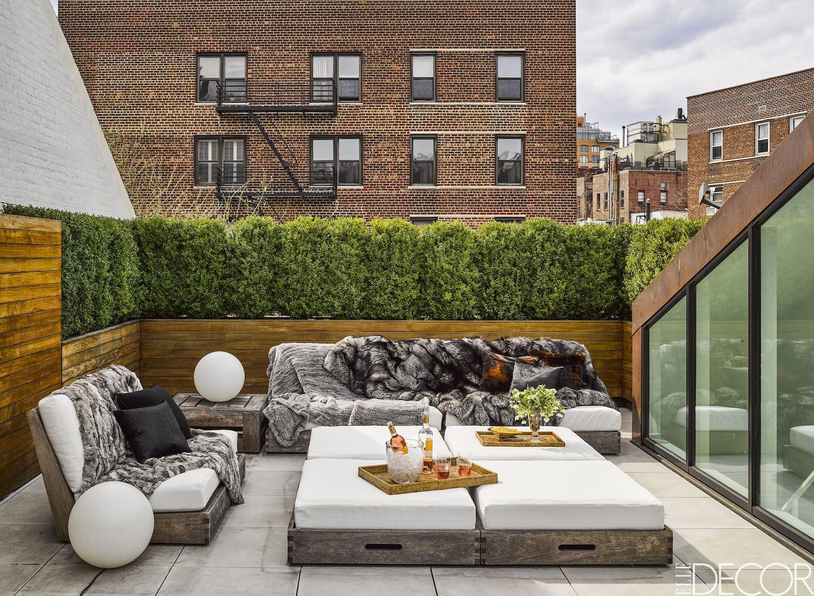 Contemporary townhouse patio minus the fur yuk elledecor com