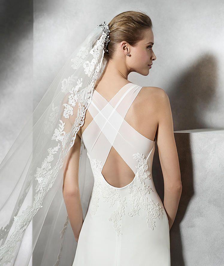 pronovias > tori - vestido de novia original con escote barco