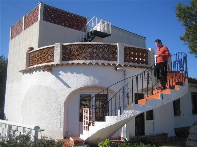 Edificios #contemporaneo #balcon #exterior #escalera #puertas ...