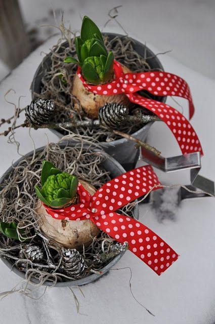 heart shaped bird feeder diy gifts to make dekoration. Black Bedroom Furniture Sets. Home Design Ideas