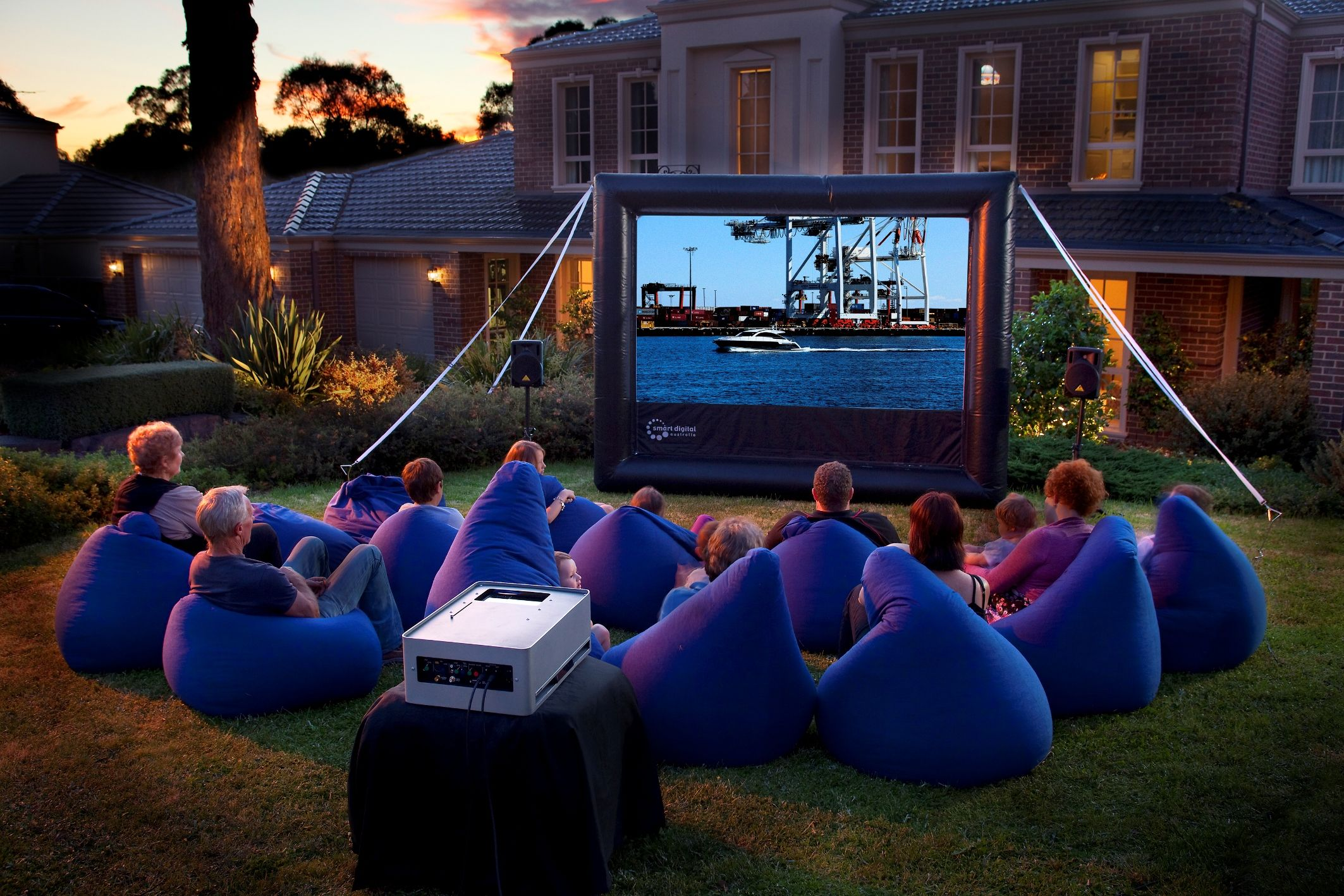 25 Amazing Outdoor Home Cinemas Backyard movie, Backyard