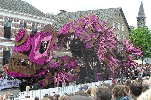 Gigantic Flower Sculpture Festival in Netherlands
