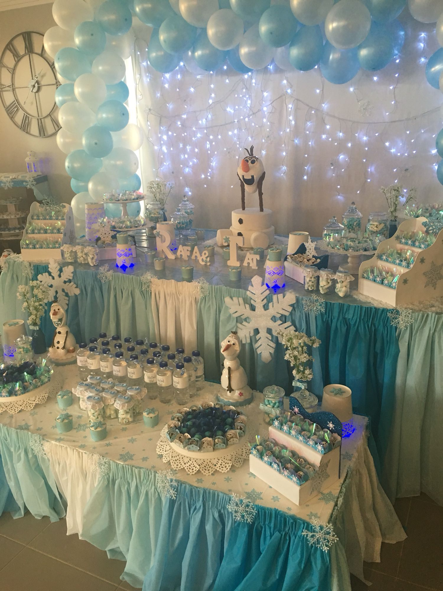 Beautiful table setting frozen olaf party decorations for Decoration themes