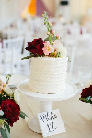 Beyond Blooms This Couple Used Cakes As Their
