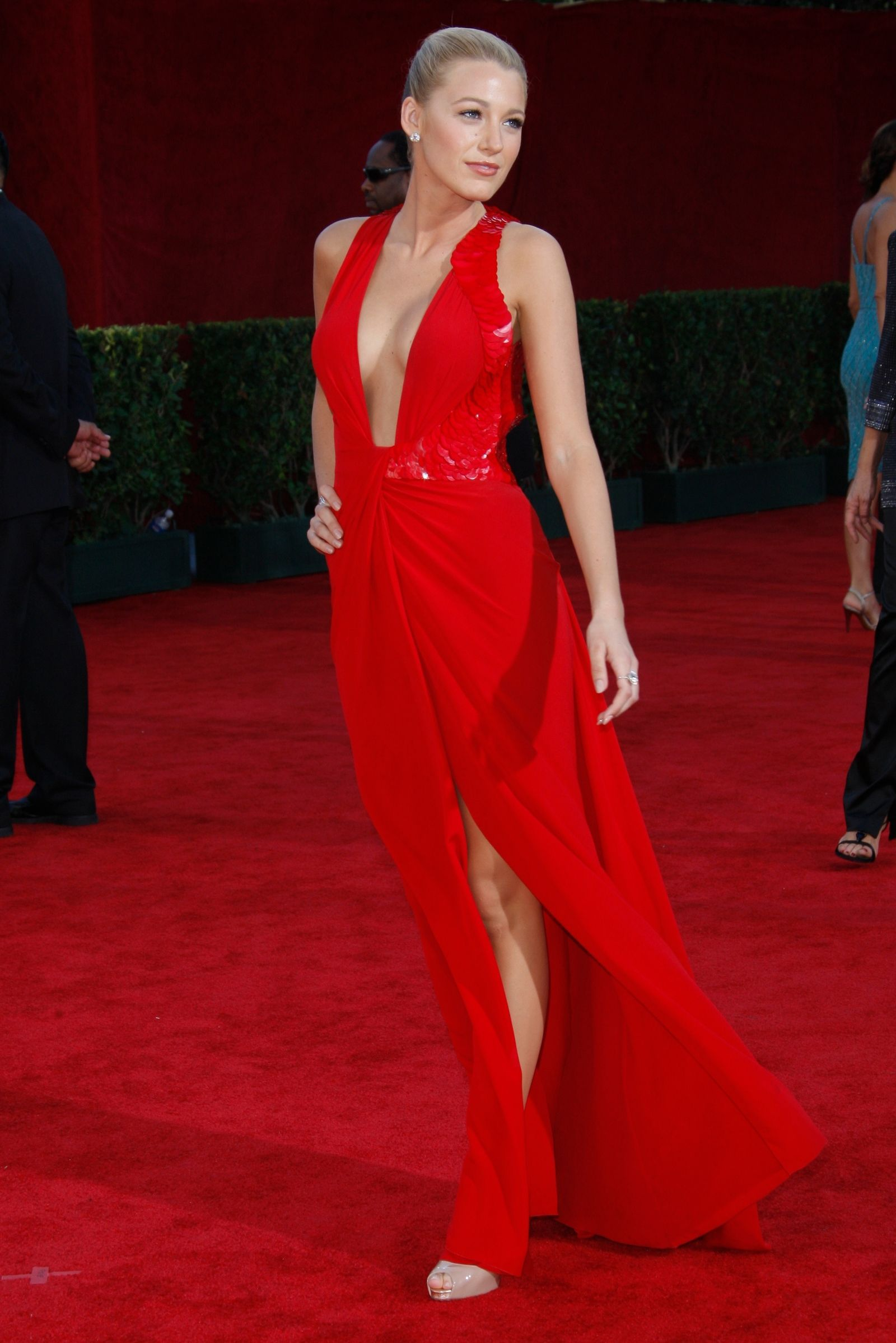 The Best Emmys Red Carpet Dresses Of All Time Modestil Rot Anziehen Kleider Fur Den Roten Teppich