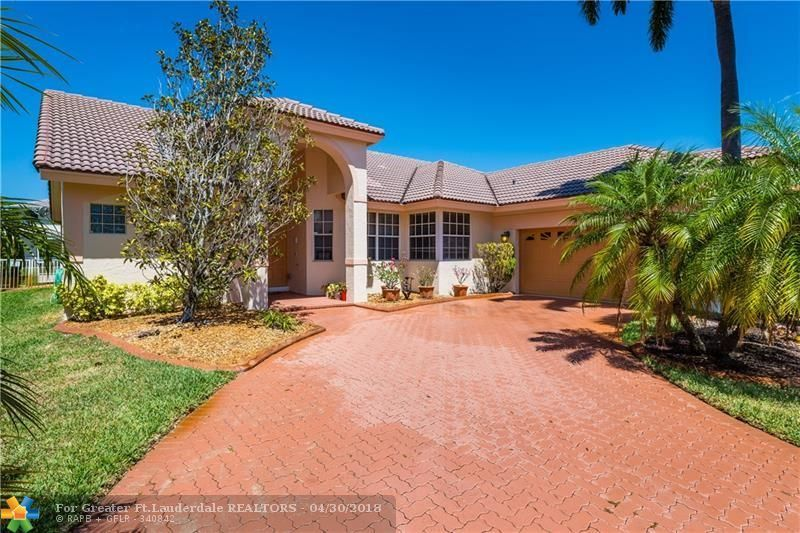 View Property 600 E Cypress Pointe Dr, Pembroke Pines, FL
