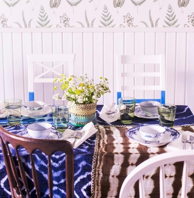 Tee harsovaipoista batiikkipöytäliina. Make a batik tablecloth using ganze napkin. | Unelmien Talo&Koti Kuva: Satu Nyström Toimittaja: Anette Nässling