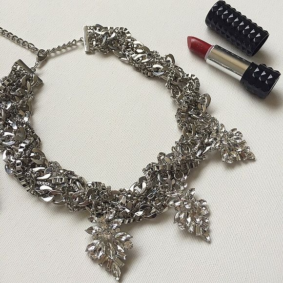"""Gorgeous crystal statement necklace New without tags. Adjustable. 19"""" at its longest length and 16"""" at its shortest. This piece is stunning. Has a little weight to it.   ✋Price Firm ❌NO Trades❗️  Non smoking home  Same/next day  Jewelry Necklaces"""