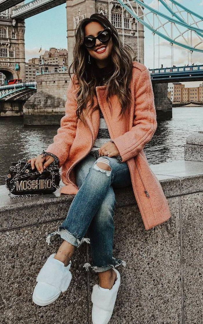 wie man einen Mantel trägt: Tasche Boyfriend Jeans weiße Turnschuhe # Damenmäntel