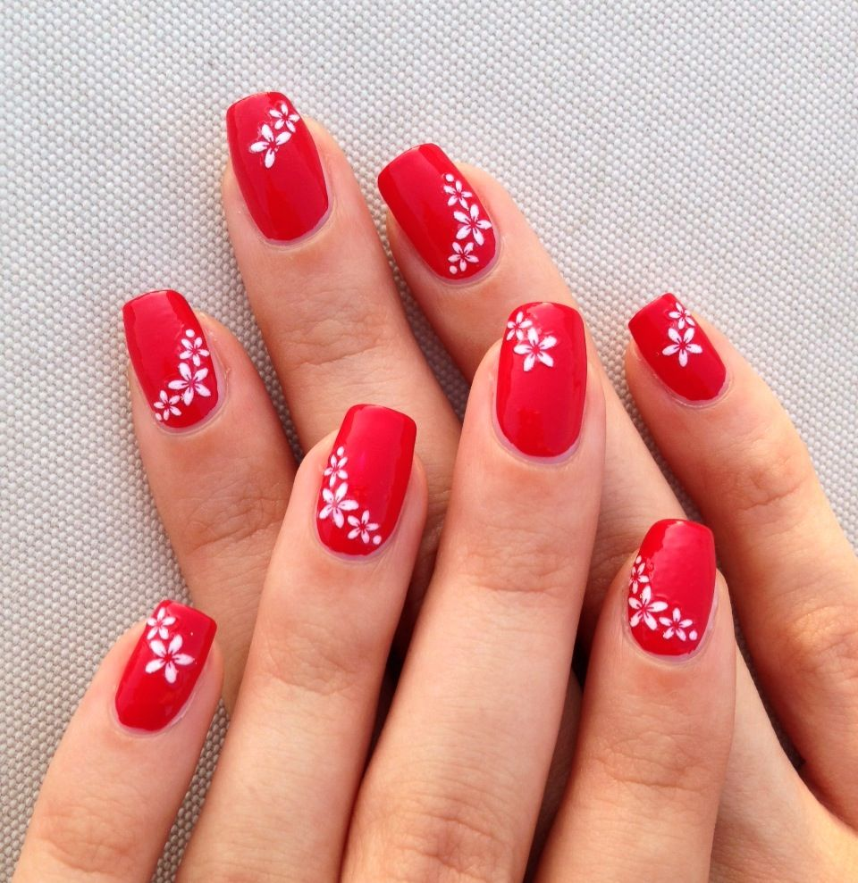 red nails with white flowers, simple nail art | Unghie ...