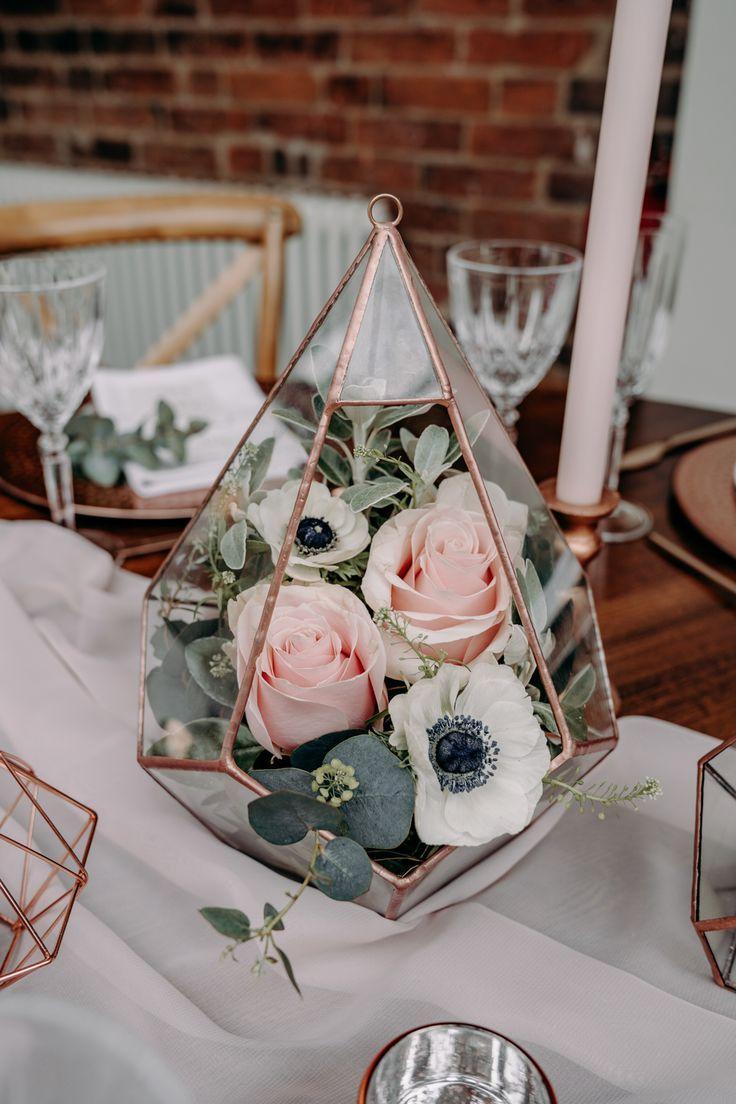 Hochzeitsdeko mit Boho Blumen in einem Terrarium B
