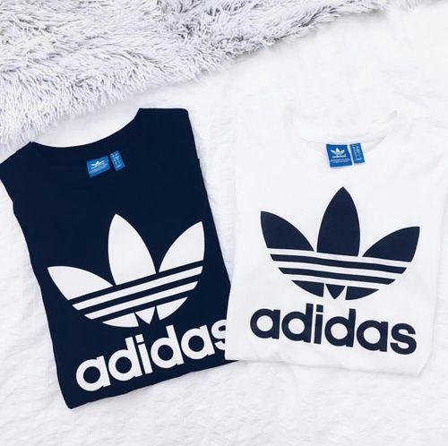 ブランドロゴが印象的な白Tシャツで、今年の夏はスポーティーな...|MERY [メリー]