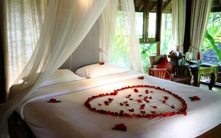 Déco romantique dans la chambre à coucher pour St-Valentin ...
