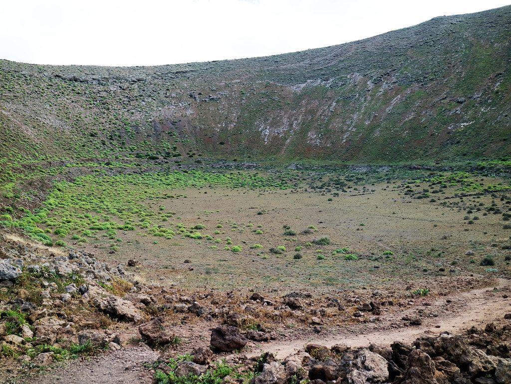 Sendero De Caldera Blanca Un Camino Entre Volcanes En Lanzarote In 2021