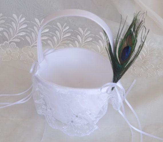 Mira este artículo en mi tienda de Etsy: https://www.etsy.com/listing/236671983/white-ring-bearer-pillow-and-flower-girl