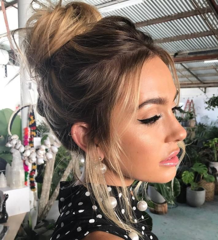 35 Easy And Pretty Top Knot Hairstyles Top Knot Hairstyles Hair Styles Bun Hairstyles For Long Hair