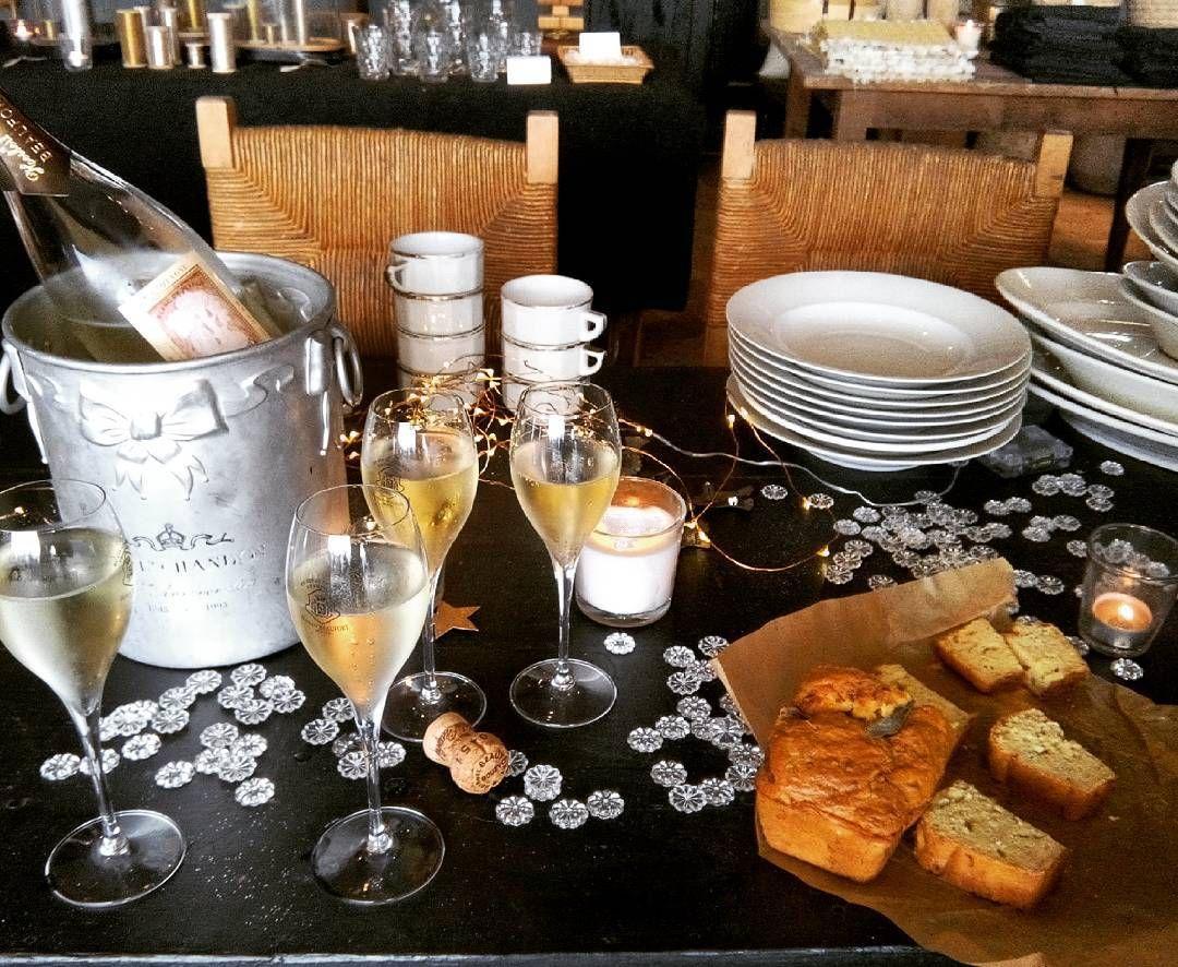 Apéro time bohème chic #enattendant les fetes #champagneblancdeblanc #quelafetecommence #mercilesamis @manon21blog #florencebouvier #lesdessertsdemanon